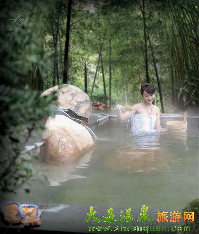 天目湖御水温泉位于天目湖南山竹海,浩瀚无边的万亩竹海在这里铺展开